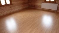 Laminátová podlaha Quick Step, srubový dům