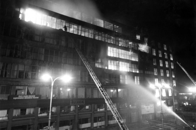 Požár v objektu Veletržního paláce v Praze, foto od hasičského sboru