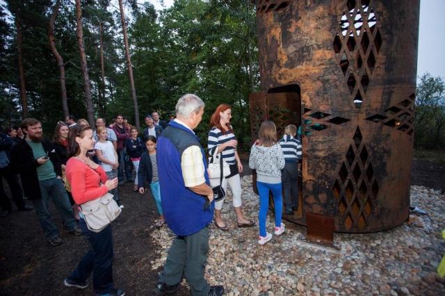 Botanická zahrada hl. m. Prahy slavnostně odhalila osmnáctou skulpturu v rámci výstavy SUŠKA_RAIS, a to nevšední rozhlednu, foto Botanická zahrada hlavního města Prahy