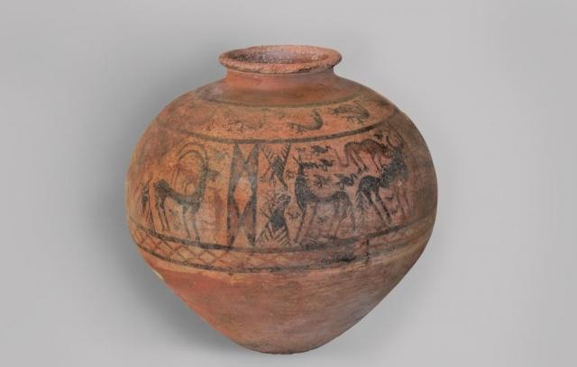 Pohřební džbán, 15.–13. stol. př. n. l., Šahtachty (Nachičevan), foto Národní muzeum