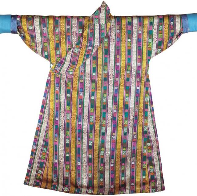 Mužský oděv, konec 19. století Hedvábná tkanina se vzorem tkaným pomocným útkem. Foto Národní muzeum