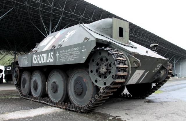 Po dva dny – 4. a 5. května – bude navíc Pražany i návštěvníky hlavního města poutat k výstavě unikátní exponát. Bude jím těžké obrněné vozidlo, stíhač tanků Jagdpanzer 38 nazývaný Hetzer. Foto VHÚ