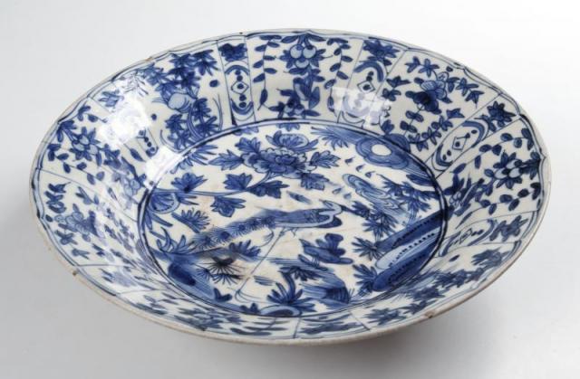 Porcelánová místa. Exportní porcelán, tzv. kraak s typickým dekorem. Dynastie Ming (1368–1644). Foto Národní muzeum