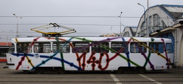 Do pražských ulic vyjede tramvaj s motivem 140 let MHD od vítězných gymnazistů. Foto: DPP