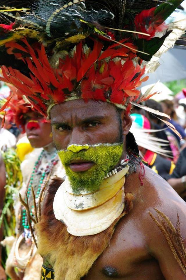 Výstava fotografií na nádvoří Náprstkova muzea představí obyvatele Nové Guineje. Foto Národní muzeum