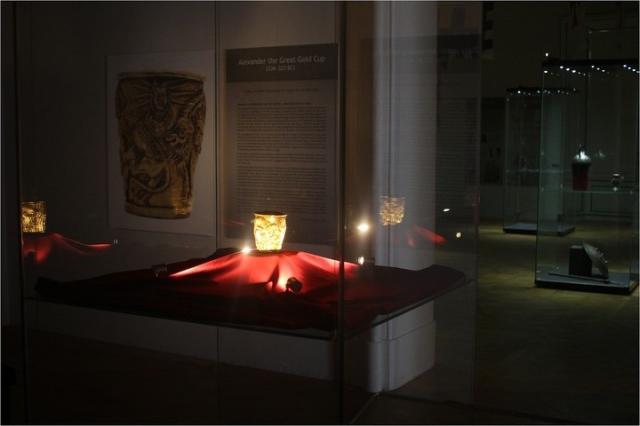 Výstava zlatého poháru Alexandra Velikého na zámku Valtice prodloužena. Foto NPÚ