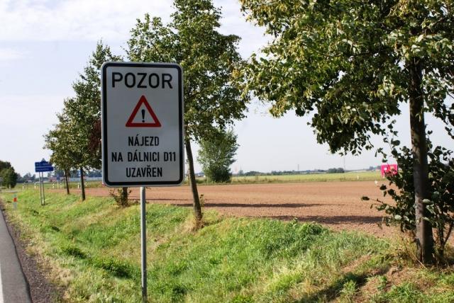 Pozor na dálnici Hradec Králové - Praha. Foto Praha Press