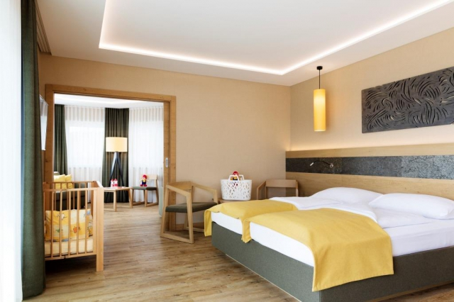AIGO Familien- & Sporthotel poskytuje moderní pokoje s TV s plochou obrazovkou a vlastní koupelnou.
