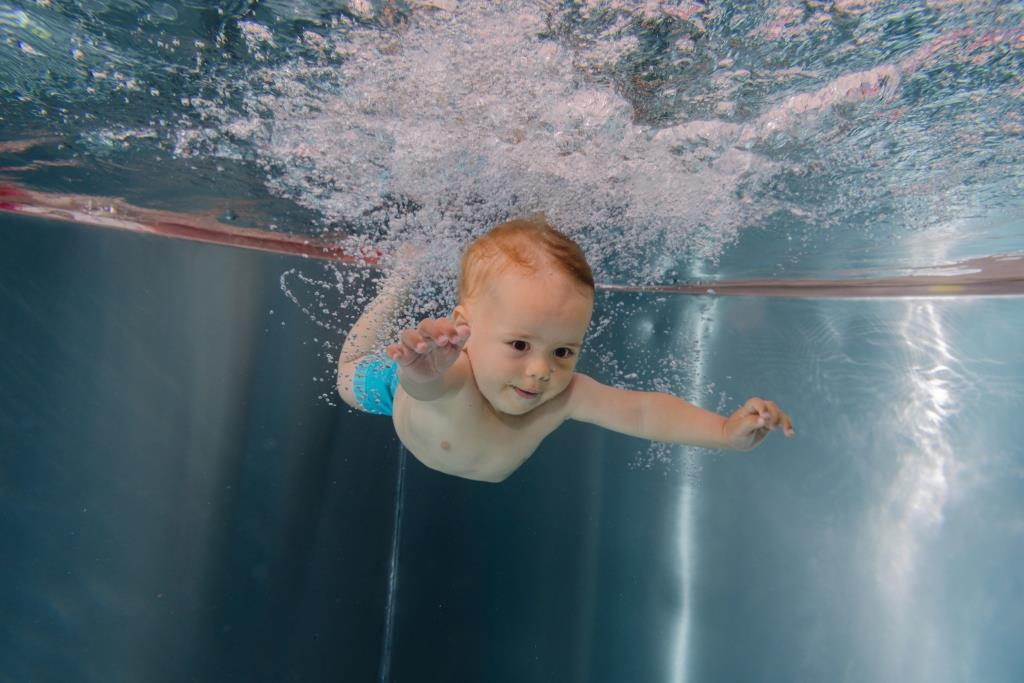 Kurzy plavání dětí od šesti měsíců jsou v oddělené části Dětského plavání, kde se plave ve čtyřech speciálních nerezových bazénech se zajištěním vysokých nároků na hygienu a s teplotou vody 31°C.