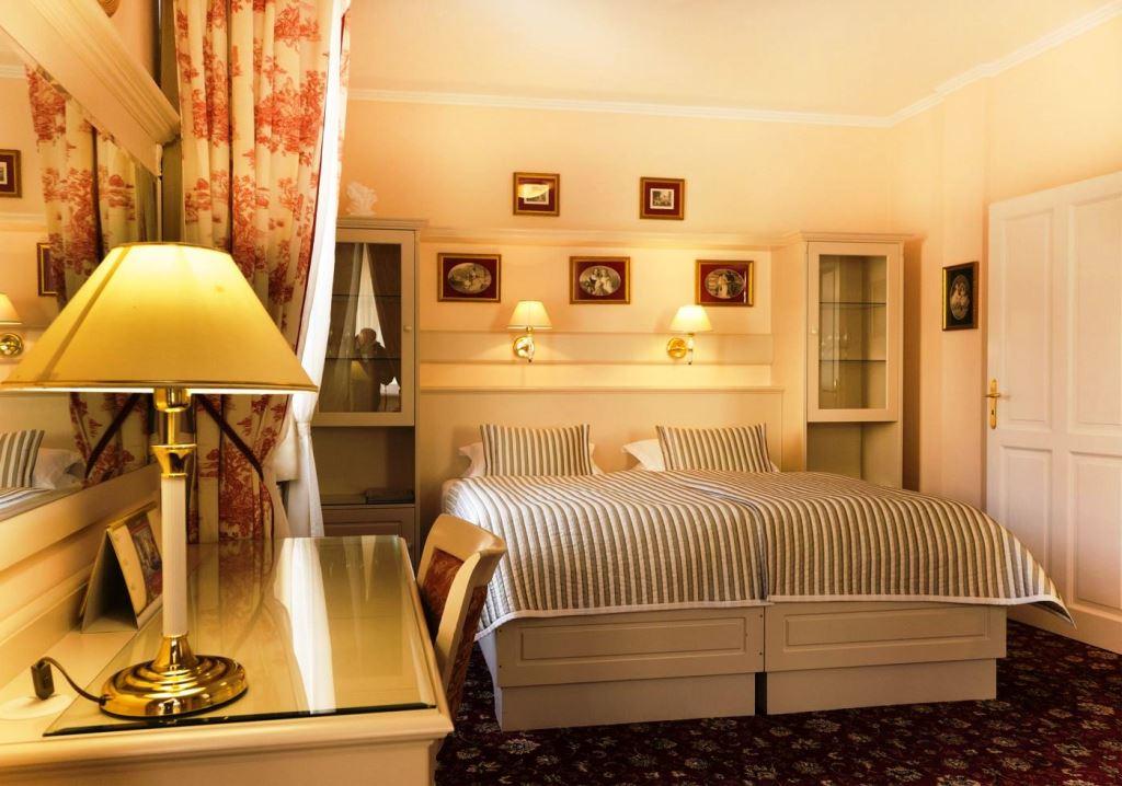 Lázeňský hotel Aura Palace – luxusní ubytování, apartmán s arkýřem
