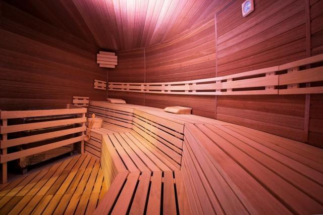 Dopřejte si luxusu saunování v krásném a nově zbudovaném Saunovém světě v lázeňském komplexu Thermal Corvinus.