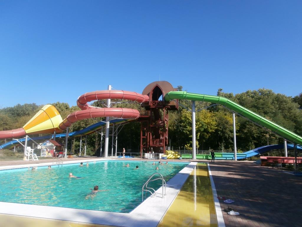 Plavecký bazén s teplotou 20-25°C