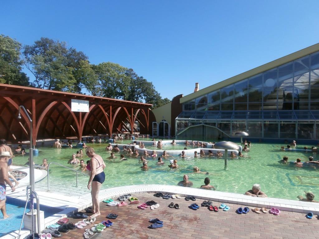 Rekreační bazén s teplotou 30-35°C