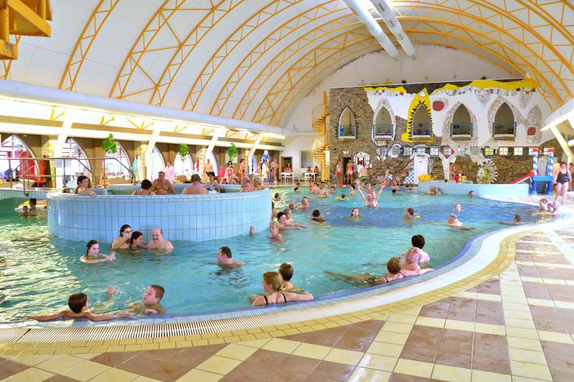 Krytý bazén s teplotou 27-31°C