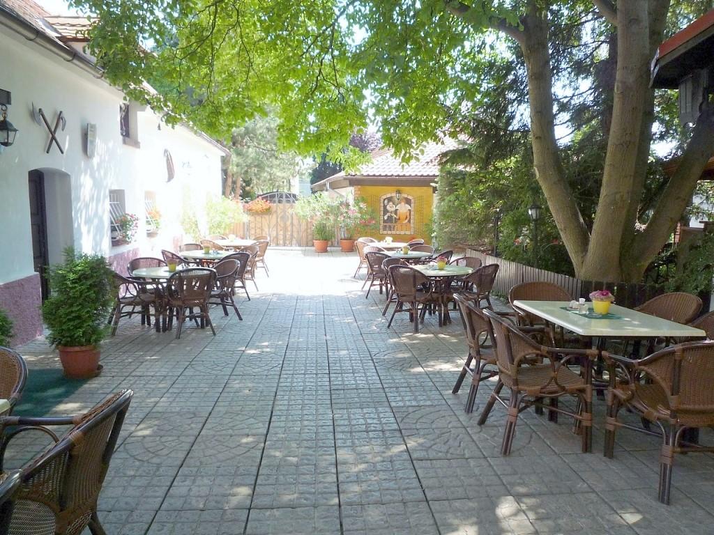 Golemův restaurant Praha – firemní akce, školení, večírky, rauty, oslavy a svatby