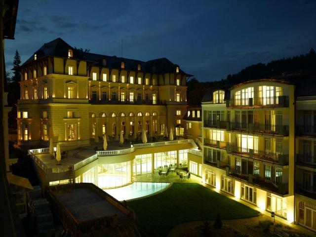 Falkensteiner Hotel Grand MedSpa Marienbad se nachází v samém srdci známého lázeňského města Mariánské Lázně, je největším místním hotelem a nabízí krytý i venkovní bazén.