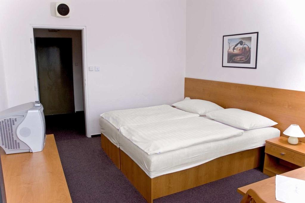 Hotel Adamantino nabízí ubytování v 70 dvoulůžkových a 10 třílůžkových pokojích s balkonem a 1 apartmánu.