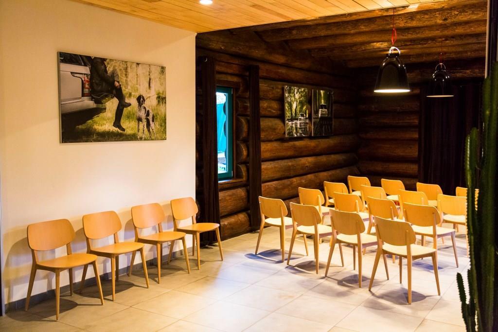 Součástí Hotelu Agnes jsou 2 samostatné konferenční prostory. Oba jsou vhodné pro konference, školení, semináře, pracovní jednání, prezentace nebo teambuilding v klidném prostředí, s možností doplňkového kulturního, sportovního i společenského programu pro účastníky.