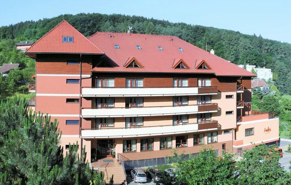 Čtyřhvězdičkový Wellness hotel Rezidence Ambra v Luhačovicích je moderně vybavený hotel s celoročním provozem, který nabízí kvalitní ubytování, stravovací služby a relaxaci v Centru vitality. Foto Rezidence Ambra