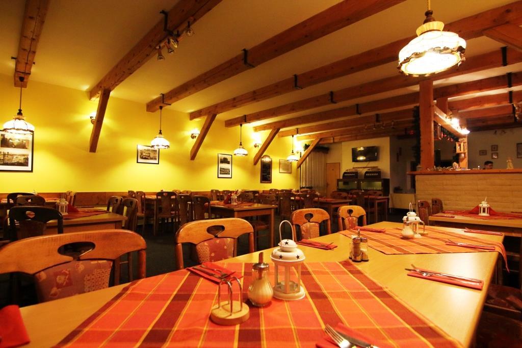 Restaurace v hotelu Andromeda, foto hotel Andromeda