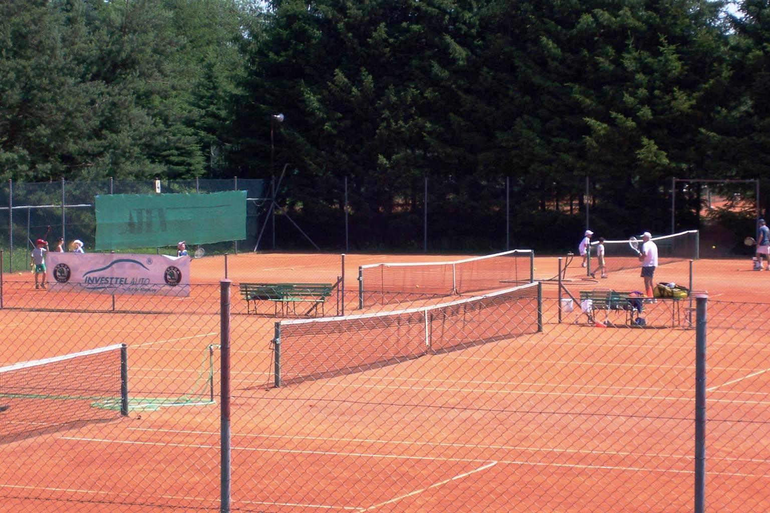 Wellness hotel Centrál - tenisové kurty Klatovy