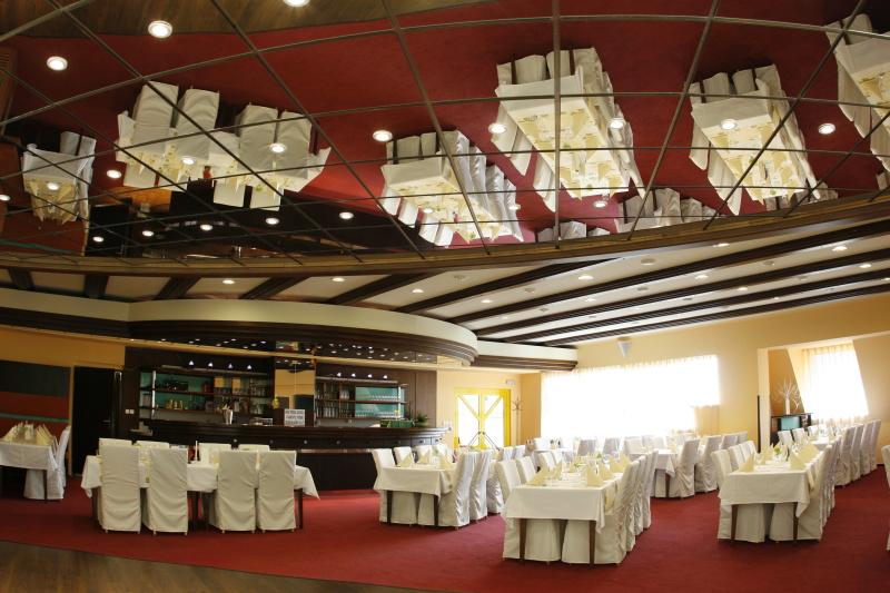 Zázemí Wellness hotelu Diana nabízí reprezentativní konferenční prostory pro 10 až 200 hostů, foto Wellness hotel Diana