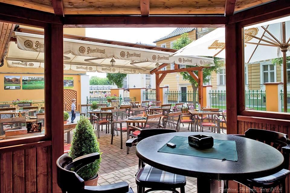 Součástí Wellness Hotelu Ida je útulná restaurace s letní terasou. Foto Wellness Hotel Ida