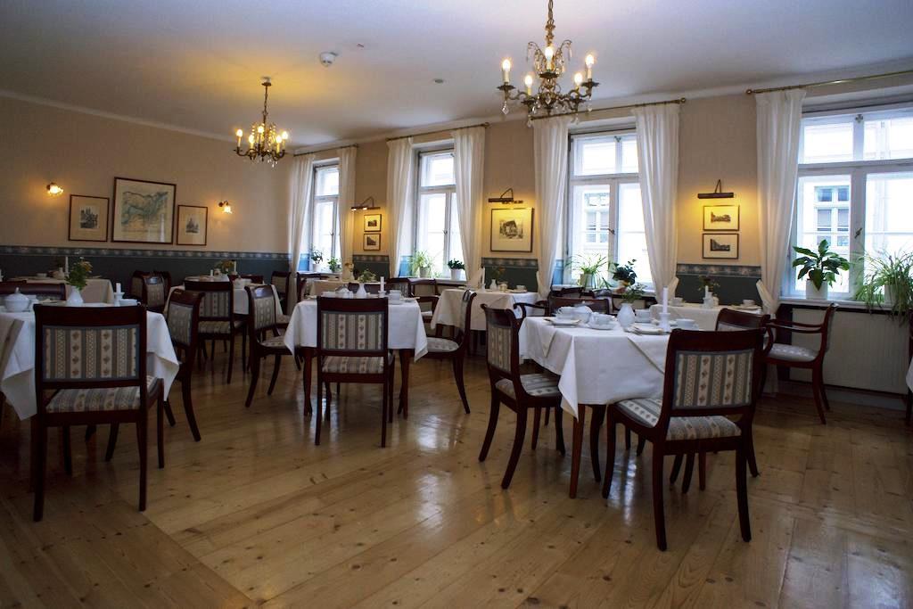 V moderní hotelové restauraci Daniel se podávají sezonní jídla saského regionu.