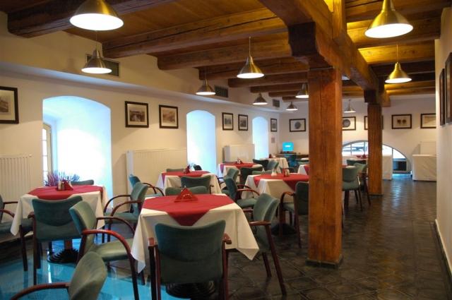 Restaurace v hotelu Mlýn, foto hotel Mlýn
