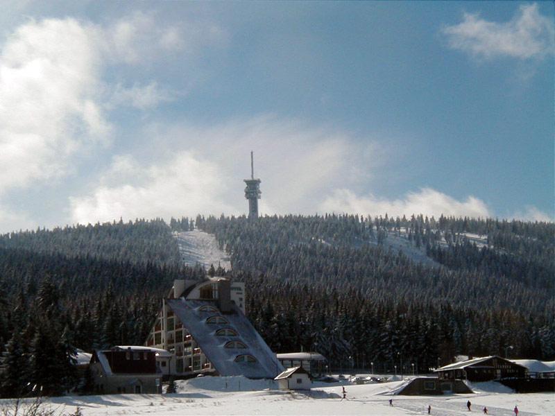 Luxusní čtyřhvězdičkový horský hotel Nástup nacházející se přímo v centru Skiareálu Klínovec  a s jedinečnou atmosférou poskytuje cenově dostupný a zároveň vysoký zákaznický komfort i těm nejnáročnějším hostům, foto Hotel Nástup
