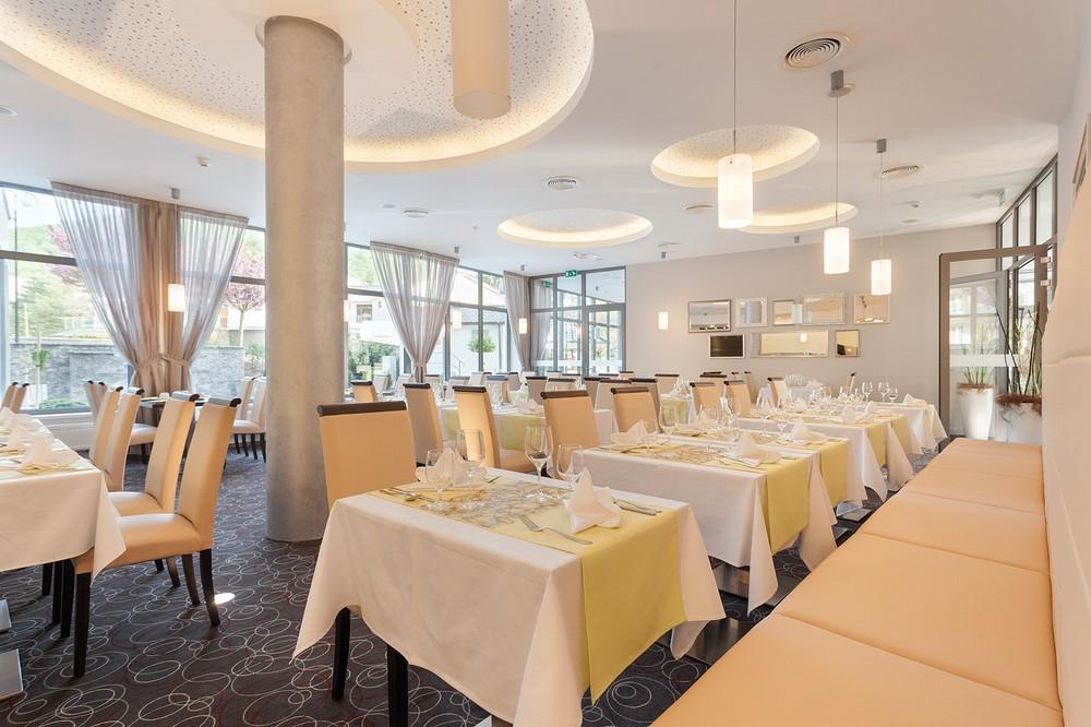 Součástí Hotelu Panorama je restaurace, kde si máte možnost vychutnat slovenské i mezinárodní pokrmy z čerstvých surovin, které vám připraví hotový gurmánský zážitek.