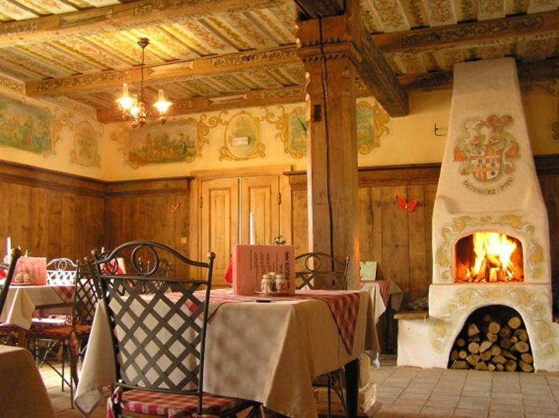 Hotel Rustikal kromě ubytování nabízí i skvělé speciality v hotelové restauraci – pizzerii a crepetérii, foto Zámecký resort Dětenice