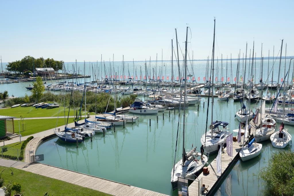 Hotel Silverine Lake Resort také nabízí vlastní hotelový přístav jachet.