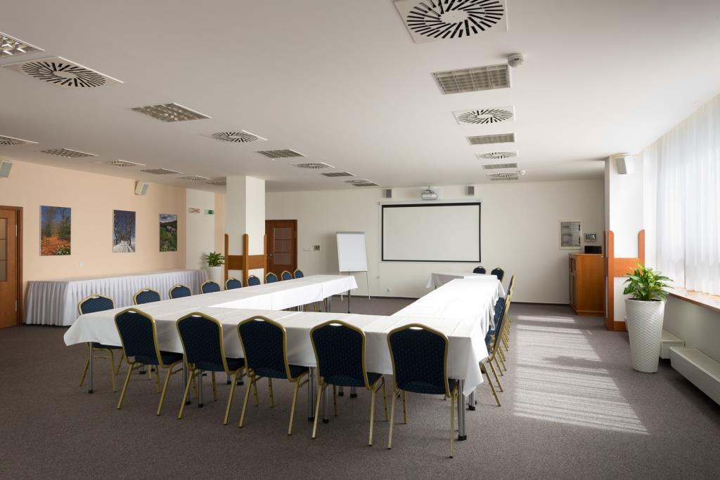 Hotel Svratka - zázemí pro vaši firemní akci, školení, společenskou akci nebo svatbu.