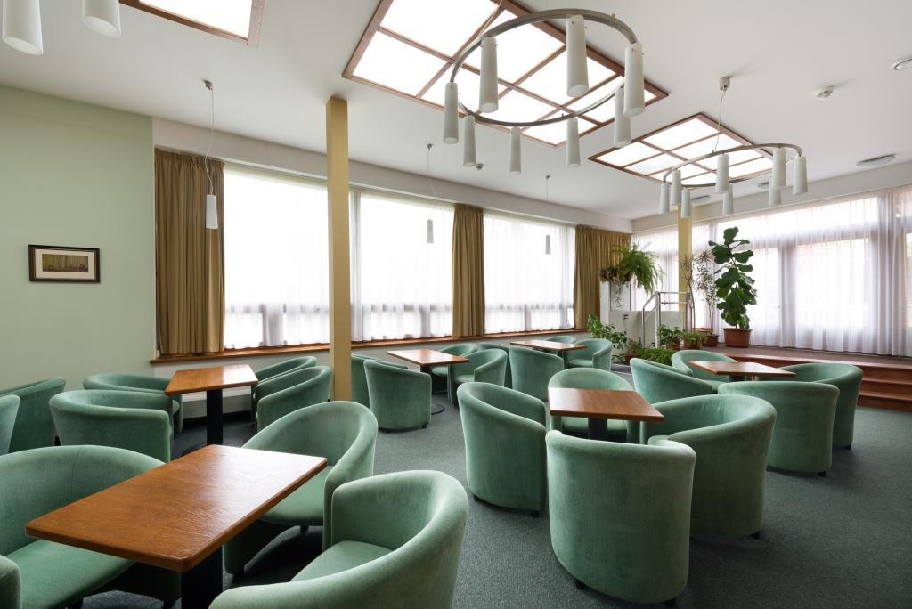 Hosté Hotelu Svratka mohou využít i příjemného posezení v kavárně s kapacitou 40 míst nebo v denním baru se 30 místy.