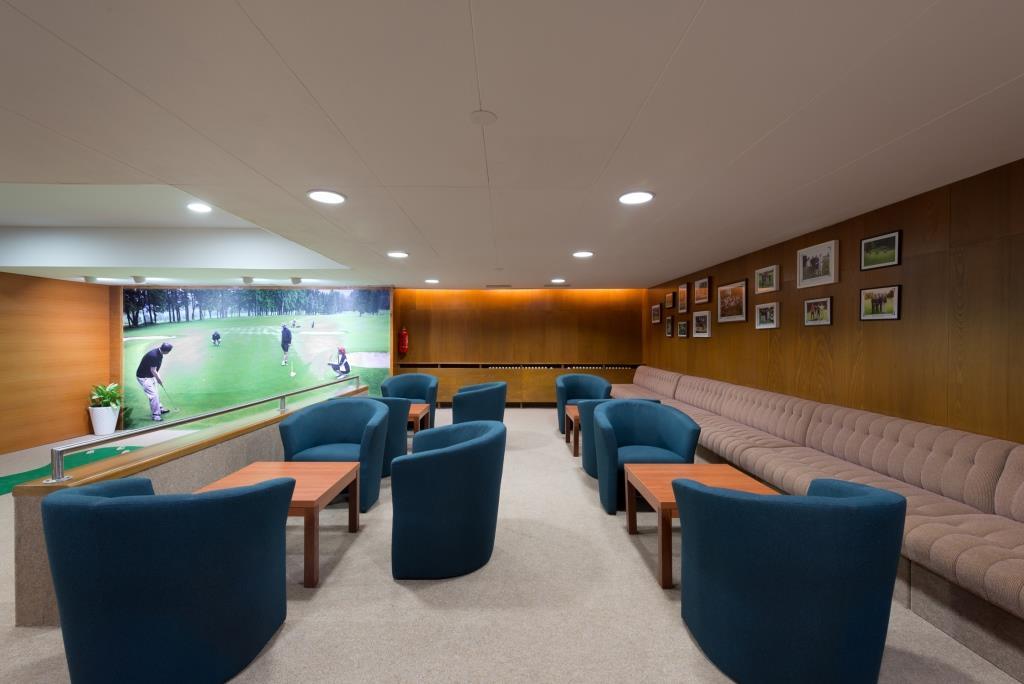 Hotelovým hostům je k dispozici golfový trenažér, vnitřní minigolf, ping-pong, kulečník, venkovní multifunkční hřiště (tenis, volejbal, fotbal, házená, basketbal), horská kola k zapůjčení.