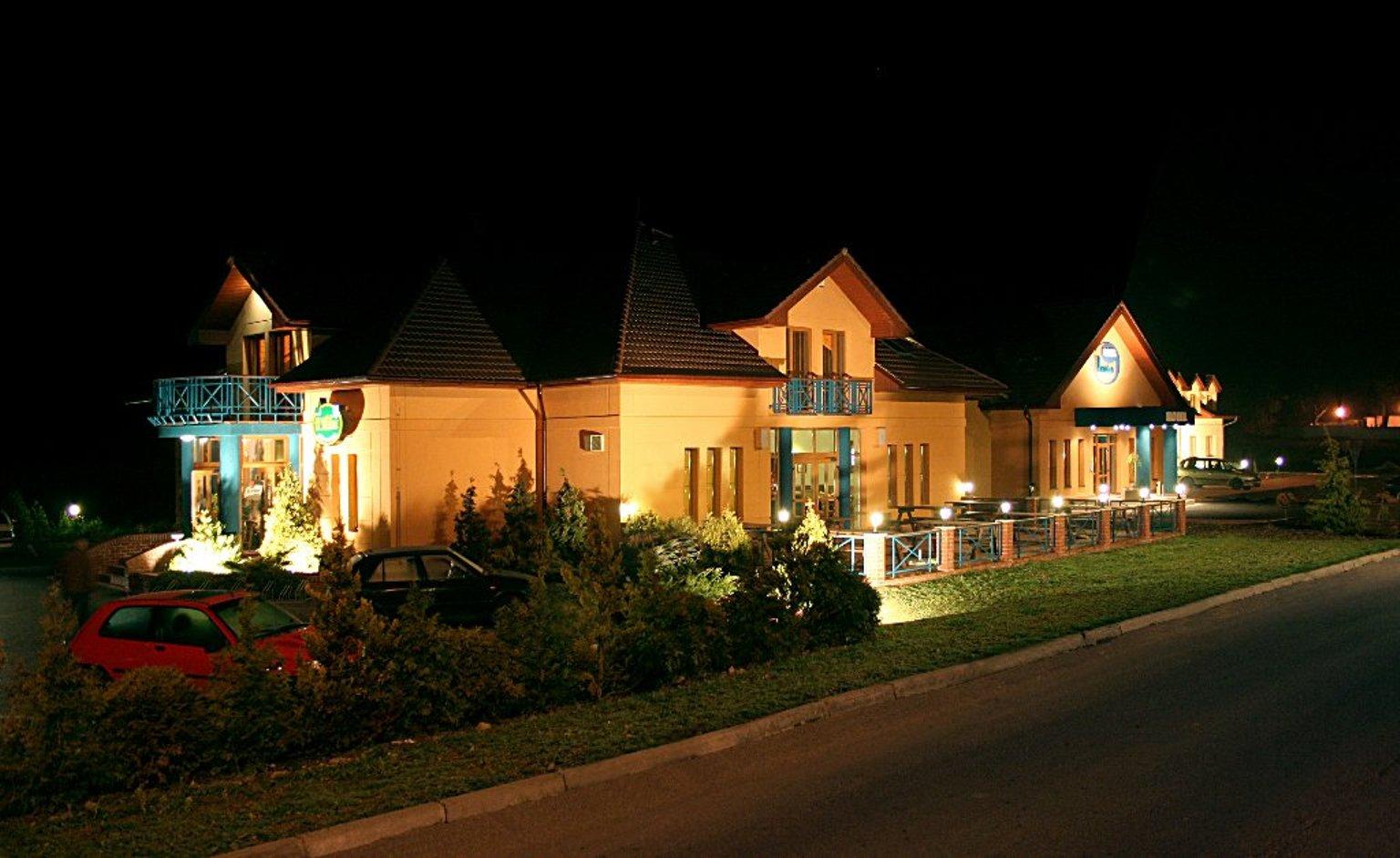 Čtyřhvězdičkový Hotel u Milína nabízí kvalitní ubytování nedaleko Prahy o celkové kapacitě 115 lůžek ve 47 pokojích. Hotel u Milína disponuje také plně zařízenými konferenčními prostory, které jsou vhodné pro kongresy, firemní školení či prezentace.