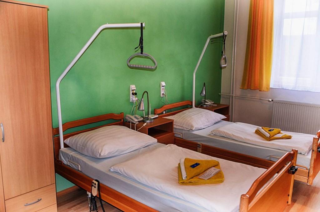 V současnosti je zde k dispozici 50 lůžek (jednolůžkové a dvoulůžkové pokoje s vlastní koupelnou, televizí, internetovým připojením a interním telefonem). Většina lůžek je určena pro Odborný léčebný ústav. Ubytování ostatních lázeňských hostů je možné pouze ve výjimečných případech na doporučení lázeňského lékaře.