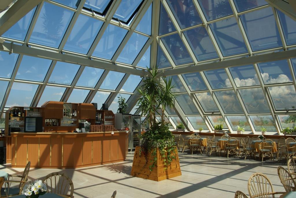 Střešní kavárna - Lázeňský hotel Pyramida, Františkovy Lázně, foto Lázeňský hotel Pyramida