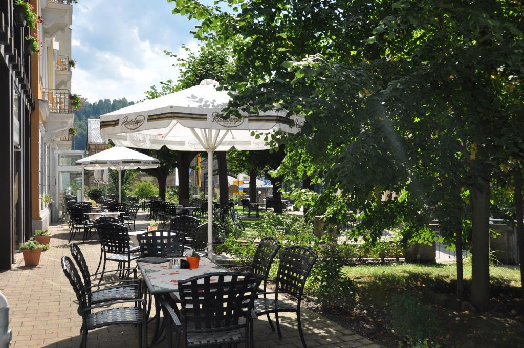 Kavárna s terasou v Hotelu Lindenhof