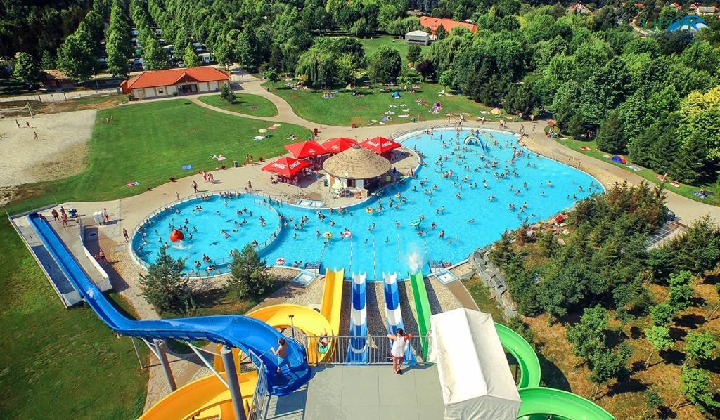 Termální a zážitkové lázně Lipót jsou jedny z nejmodernějších a nejpěknějších lázní v Maďarsku.