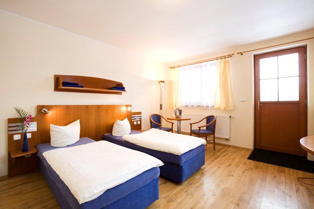 Hotel disponuje 30 tříhvězdičkovými pokoji s celkovou kapacitou 74 lůžek. Pokoje se nachází ve dvou samostatných pavilonech s celkovou kapacitou 74 lůžek, foto Oáza Říčany