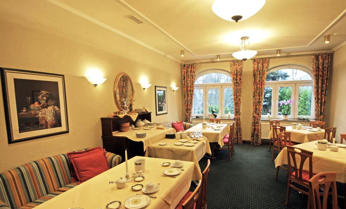 V hotelové restauraci a baru si můžete vybrat z nabídky jídel a čerstvě připravených specialit.