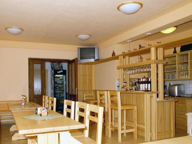 V naší staročeské restauraci vaříme jídlo s láskou a pouze z čerstvých a kvalitních potravin. Každý den připravujeme vydatné snídaně, vaříme obědy a večeře. Foto Penzion Oáza