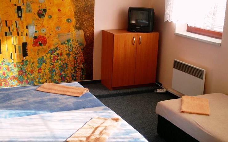 Penzion Pohoda Kvilda nabízí komfortní ubytování ve třílůžkových pokojích a apartmánech s možností přistýlky a dětské postýlky.