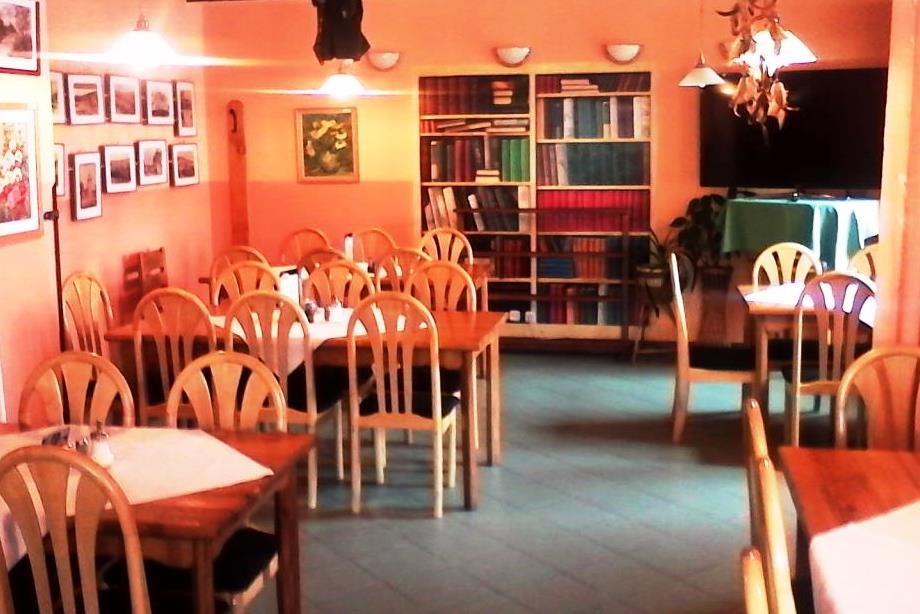V objektu je restaurace s kapacitou 65 míst s výbornou kuchyní.