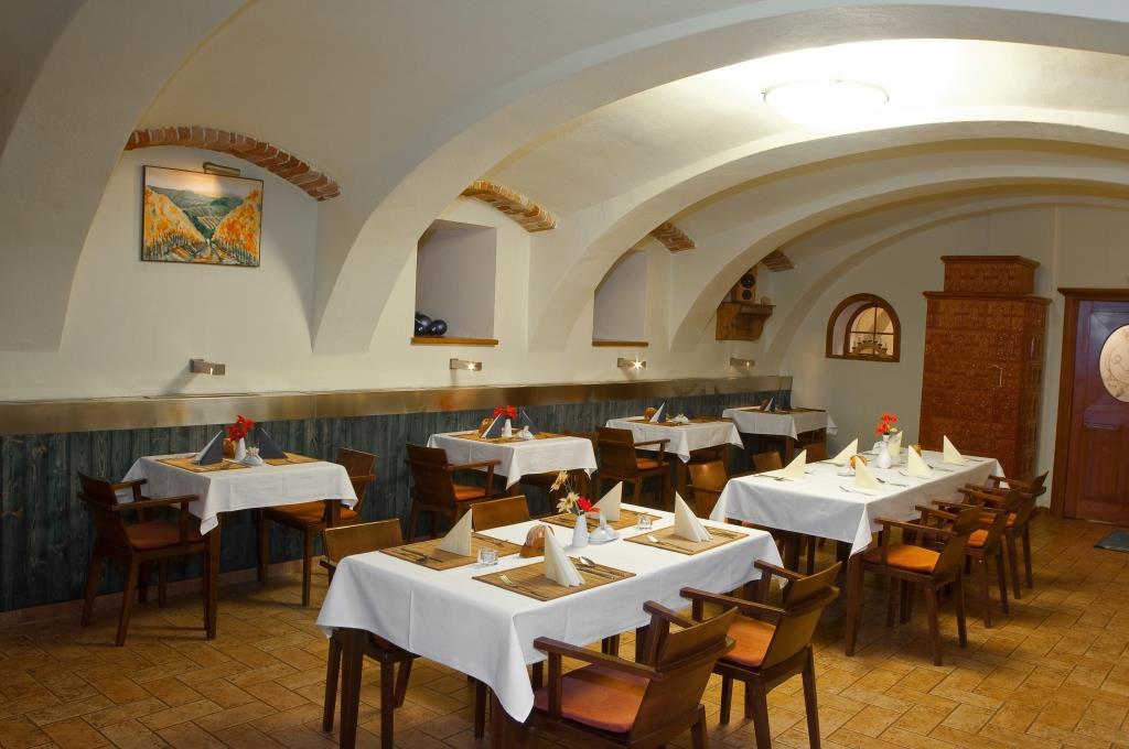 Nabízíme vám zážitkovou kuchyni a rozmanitý výběr z jídel místní kuchyně. Denně připravujeme čerstvé pokrmy pro hosty penzionu, cyklisty i turisty. Foto Penzion U Černého čápa