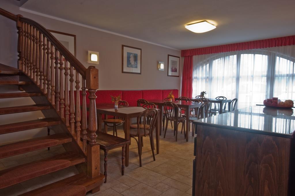 Restaurace má salonek určený pro 20 hostů, kde vám zajistíme soukromí vaši uzavřené společnosti. Foto Penzion U Černého čápa