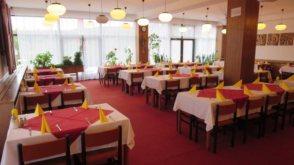 Restaurace hotelu Skalský dvůr, foto hotel Skalský dvůr
