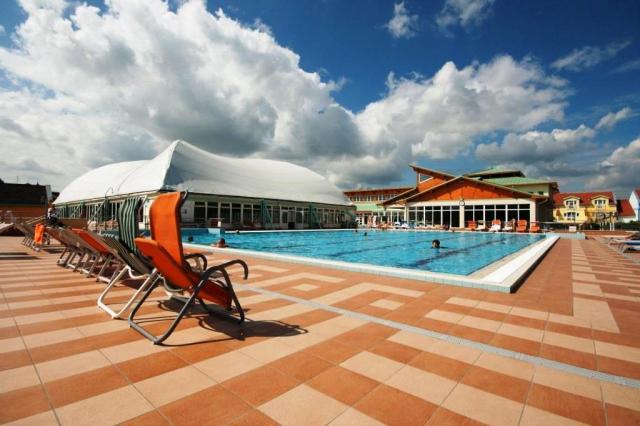 Blahodárné účinky termální vody si můžete užívat během celého roku. Termální a léčebné bazény jsou ideální pro návštěvníky přicházející za odpočinkem, regenerací nebo léčbou.